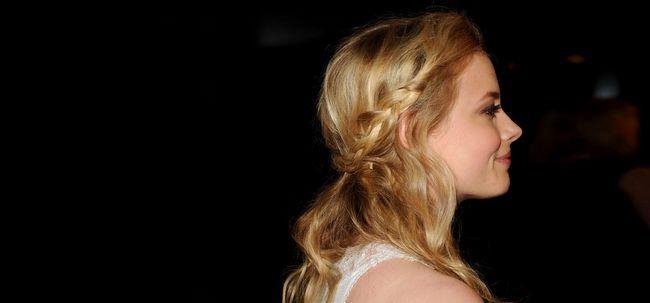 10 Beautiful Meio preso Metade de Down Prom penteados que você pode tentar hoje Photo