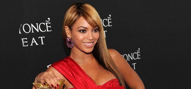 10 lindos penteados com franja para mulheres com pele escura Photo