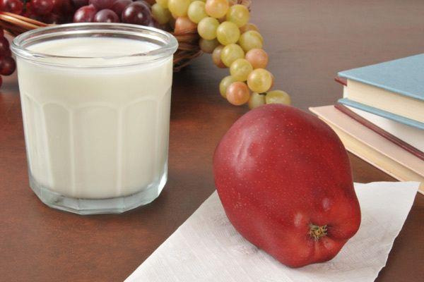frutas e leite desnatado
