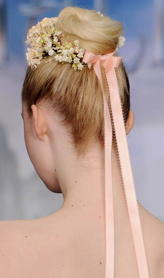 Alta Bolo Com acessórios de cabelo