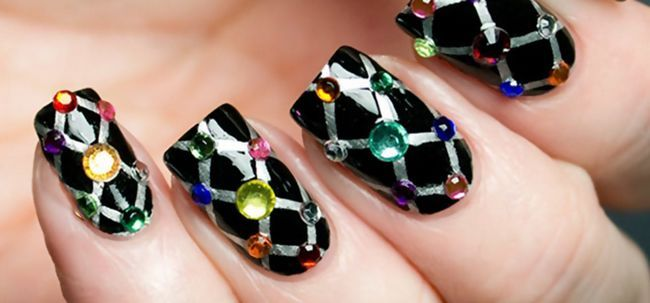 10 impressionantes strass Art Nail Designs para experimentar Photo