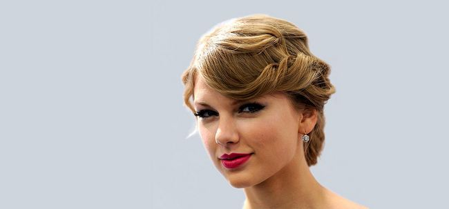 10 impressionante Taylor Swift Updo Penteados Photo