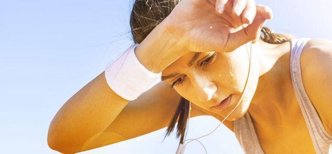 10 maneiras Super-simples para evitar a transpiração em excesso e ficar fresco todos os dias! Photo