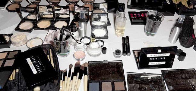 10 pontas para evitar Splurging dinheiro em maquiagem produtos Photo