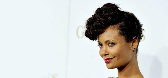 10 Trendy Médio penteados para mulheres de pele escura Photo