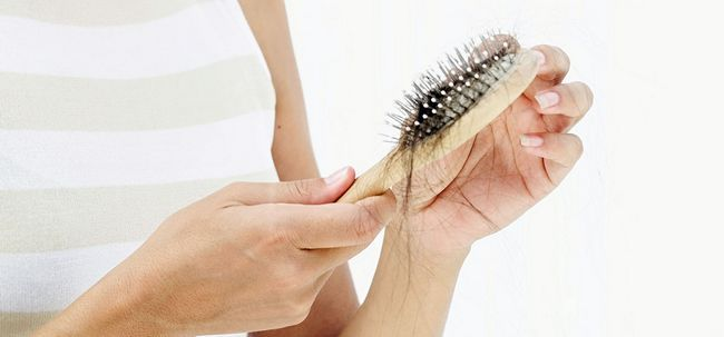 10 sinais de alerta, que mostram sua hairfall está prestes a começar Photo