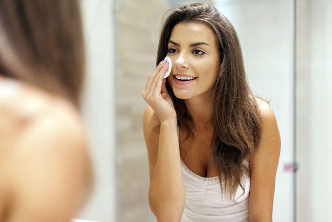 Ajuda a remover a maquiagem
