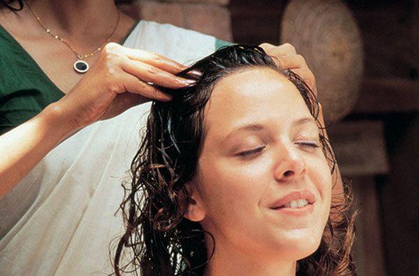 massagem com óleo quente para o crescimento do cabelo