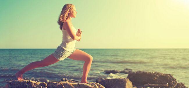 12 Exercícios de Yoga para obter seus coxas e quadris Na Forma Photo