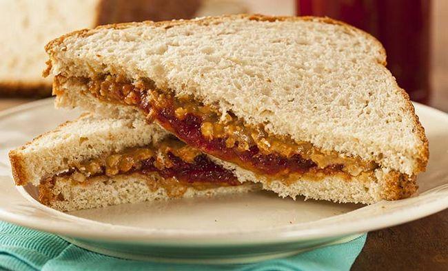Sanduíche de manteiga de amendoim e geleia