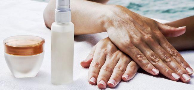16 remédios Home simples de remover Tan De Mãos Photo