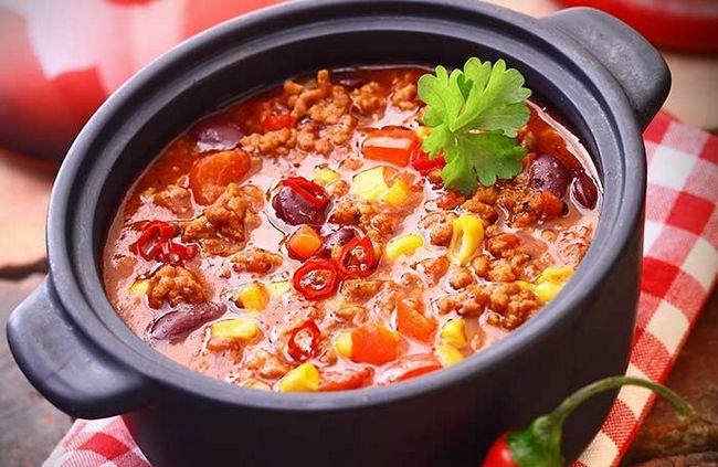 Adicionar alguns grãos inteiros de pimentão em vez de carne