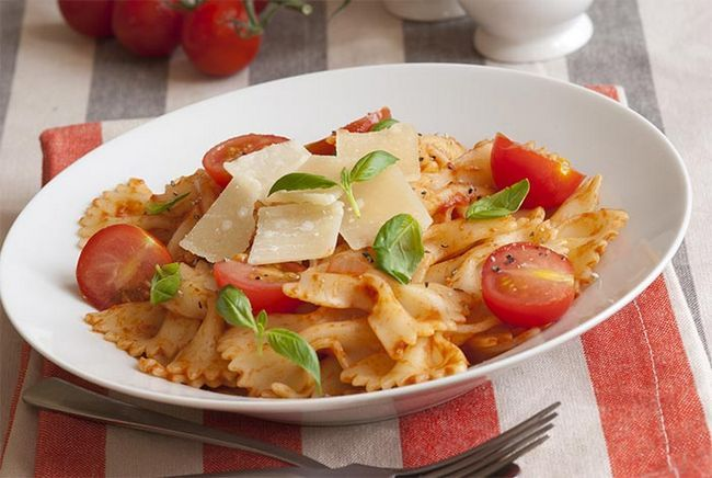 Basil-e-tomate-Pasta
