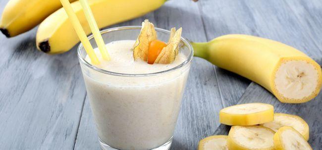 3 fáceis e rápidas maneiras de fazer Banana Milkshake Photo