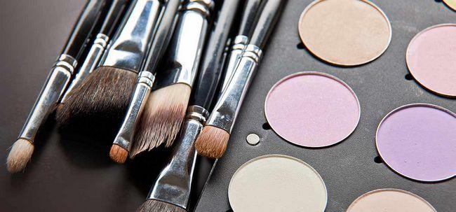 4 dicas fáceis de cuidar de seus pincéis de maquiagem Photo