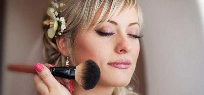 Dicas de maquiagem 4 de casamento para noivas de Verão Photo