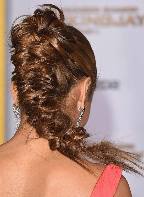 Alta apertado e Messy Fishtail Braid com florido Top