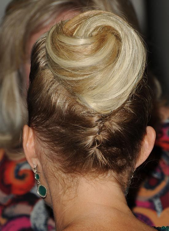 Upside-Down-Braid-com-Spiral-Bun-at-End