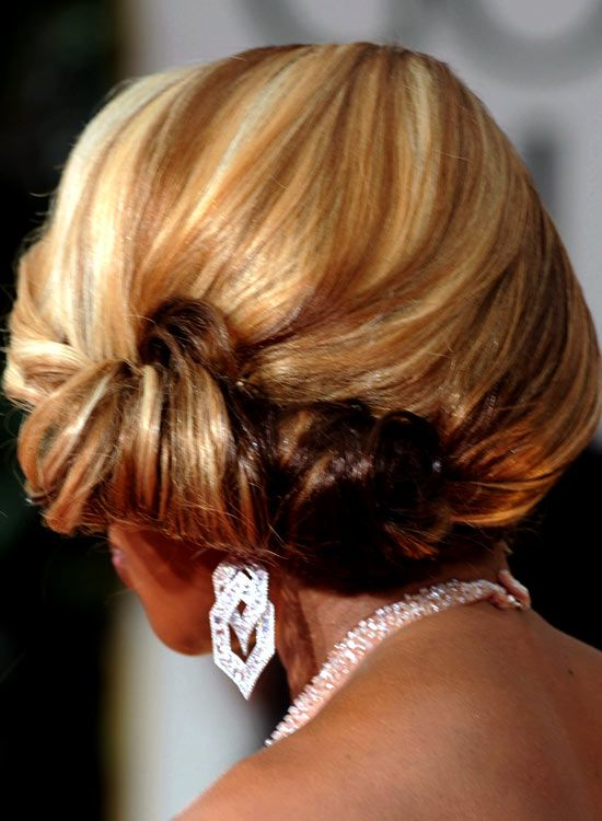 Low-Side-Swept-Rolled-Updo-com-Texture