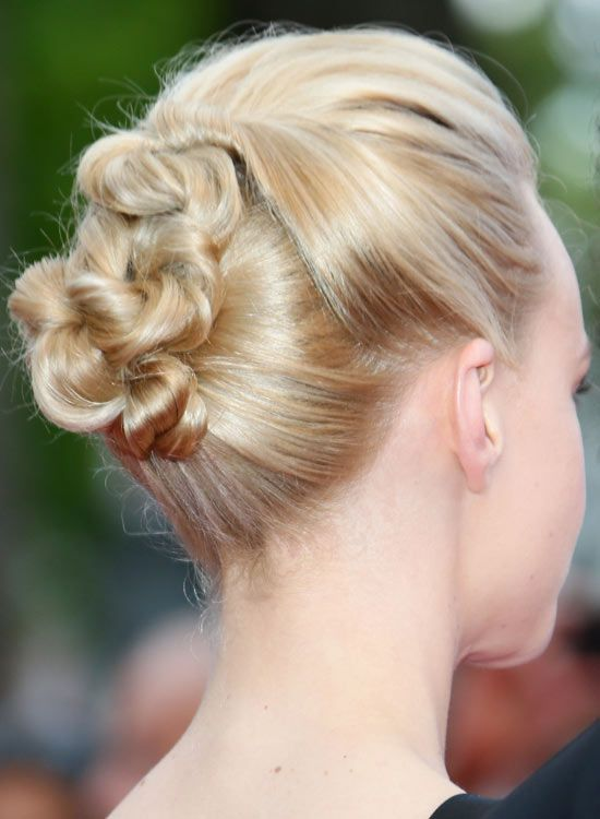 Smart-Twisted-Updo-com-volumized-Top