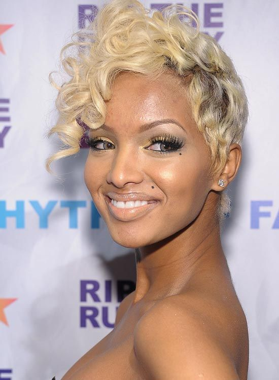 Golden-Blonde-Pixie-com-Curly-Top-Front