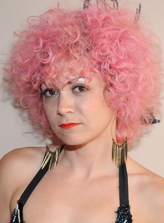 Messy-Curly-Pink-Bob-com-Extensive-Volume