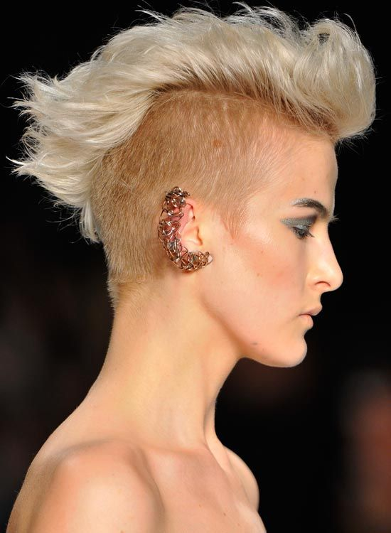 Grosso-Wavy-Light-Golden-Blonde-Mohawk