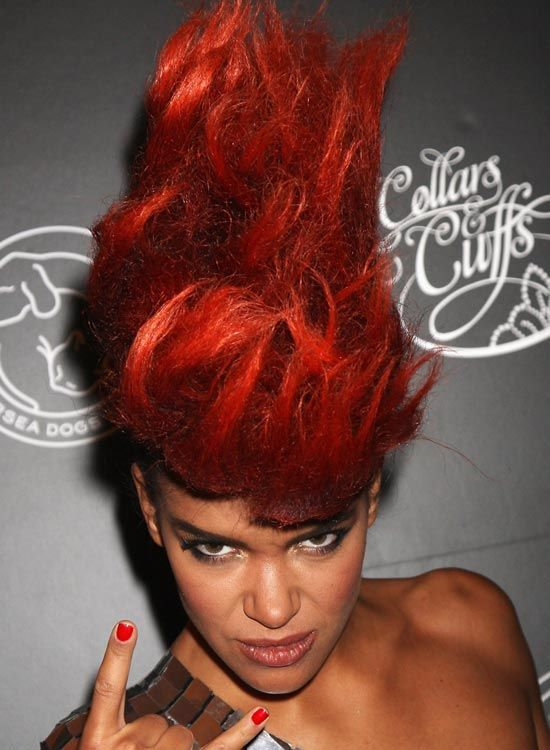 Fiery-Red-Mohawk-com-Wavy-Fios-Hair