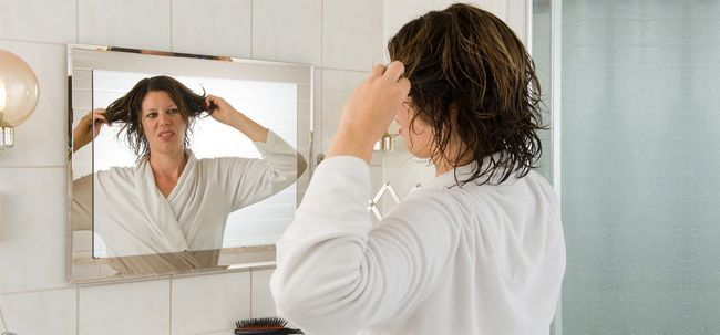 7 dicas fáceis para proteger o cabelo da umidade Photo