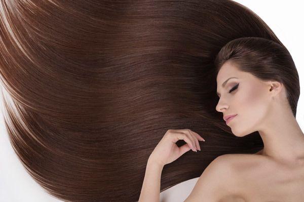 Penteado longo do cabelo com permanente
