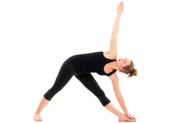 benefícios trikonasana ioga