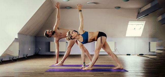 Bikram Yoga - The Ultimate Guide Para Todos Os 26 Asanas e seus benefícios Photo