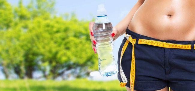 Quantos litros de água você deve beber por dia para perder peso? Photo