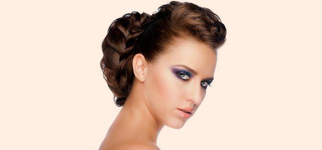 Simples 2 Minute Hairstyle: Princess Braid E Bun Photo