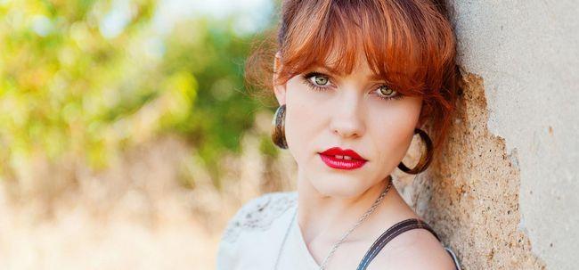 O Guia de Maquiagem final para olhos verdes e cabelos castanho Photo