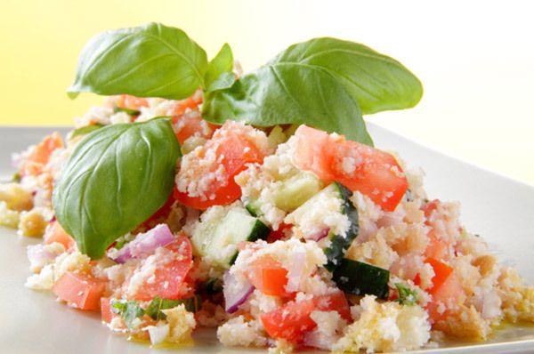 tomate e pão salada com vermelho cebola