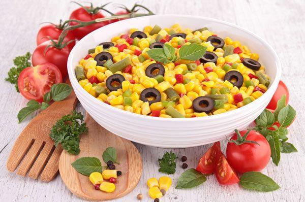 salada de milho fresco com cebolinha e manjericão