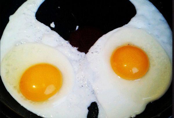 secundários acima dos ovos de sol