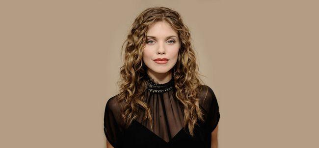 Top 10 Curly celebridades penteados para inspirá-lo Photo