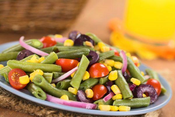milho fresco e salada de feijão verde