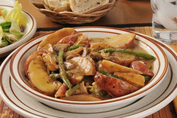 batata marinado e salada de feijão verde