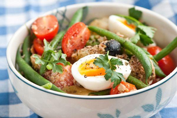 atum e salada de feijão verde