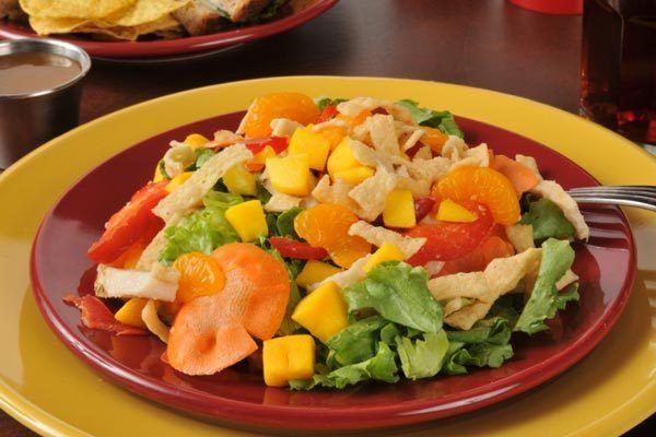 Salada Wonton asiática
