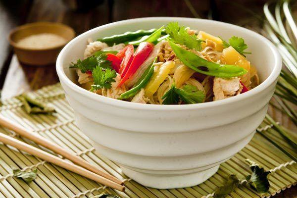 Salada de macarrão frio