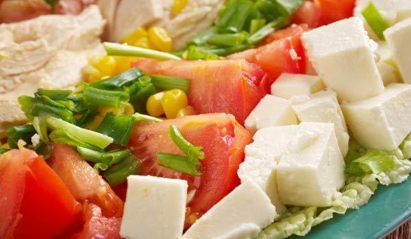 Salada Cobb com vinagrete de queijo azul