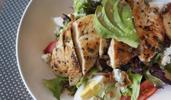 Salada churrasco frango Cobb