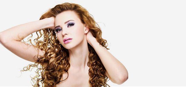 Top 10 encantadores Curly penteados longos Photo
