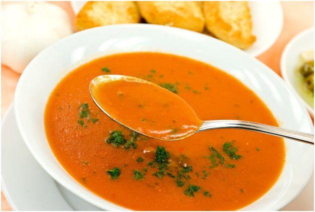 Alho assado e sopa de tomate