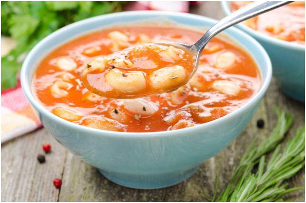 Macarrão e sopa de tomate