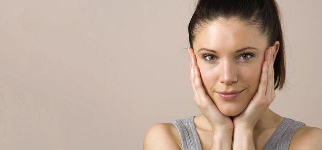 Use óleo Para limpar a sua pele Photo